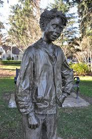 Henry Huggins statue